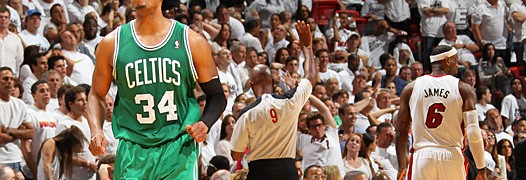 Paul Pierce dopo la tripla del 92-88 in faccia a Lebron James