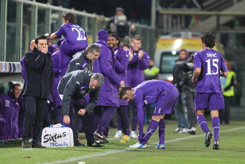Calcio Champagne della Fiorentina contro l'Inter: 4-1