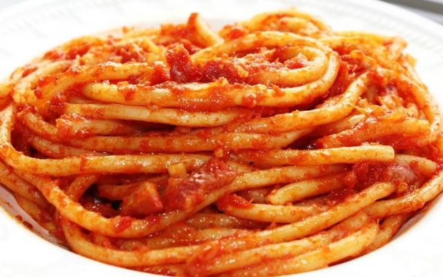 La carbonara e l amatriciana due piatti tipici della for Piatti tipici della cucina romana