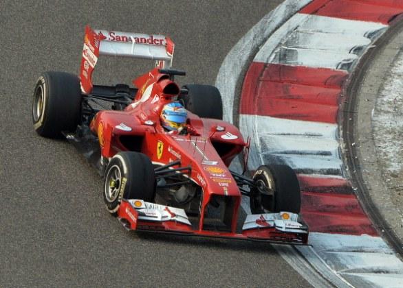 Alonso alla guida della F138