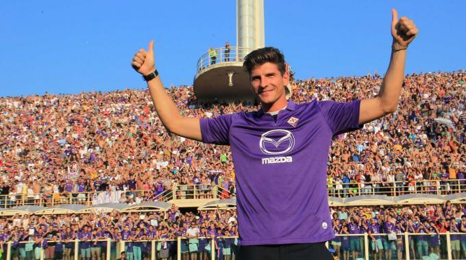 La presentazione di Gomez allo stadio Artemio Franchi