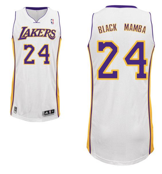 """La maglia n°24 con """"Black Mamba"""" di Kobe Bryant"""