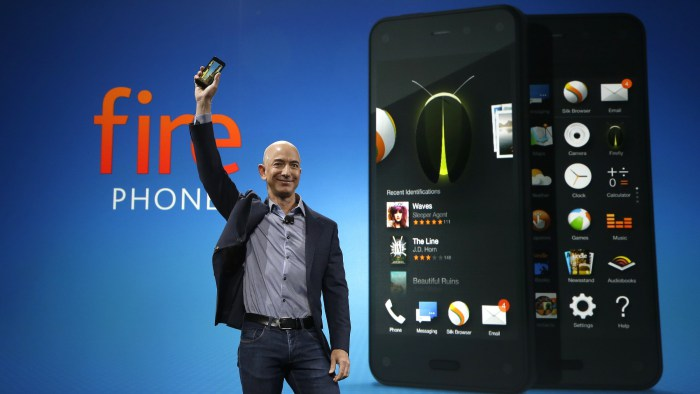 Jeff Bezos presenta il Fire Phone