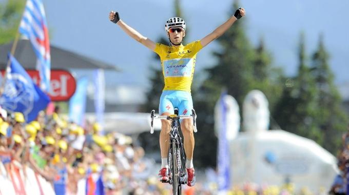 """Nibali trionfa in """"giallo"""" sulle Alpi - E' lui il padrone del Tour"""