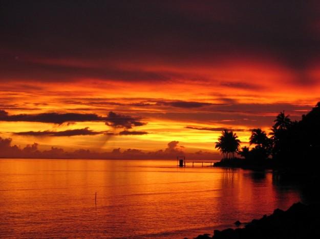 Tramonto sul mare alle Isole Fiji