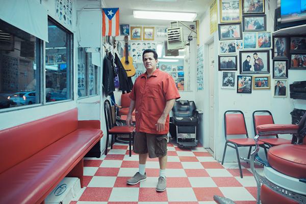 Los Muchachos Barbershop, Spanish Harlem, 2014 - © Franck Bohbot