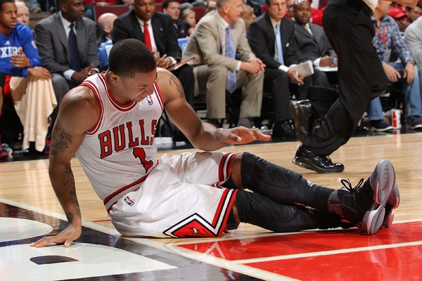 NBA: altro infortunio al ginocchio per Derrick Rose. Stagione finita?