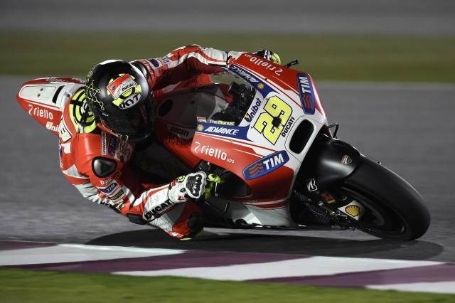 Iannone sulla Ducati GP15 a Losail