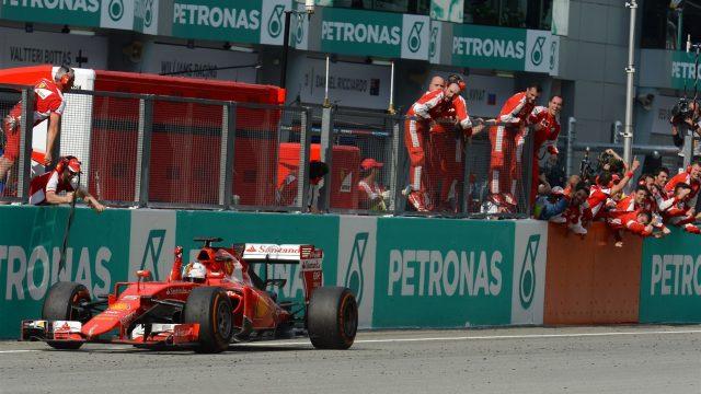 Vettel trionfa a Sepang