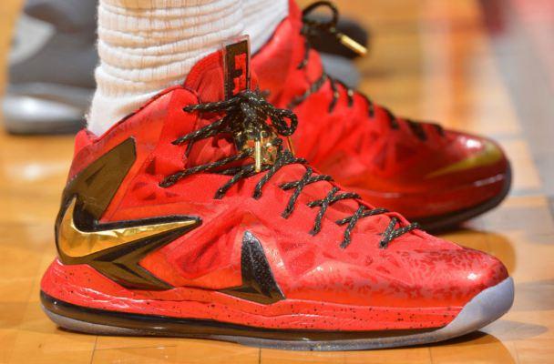 Se in partita o in allenamento ti si slacciano le scarpe da basket......