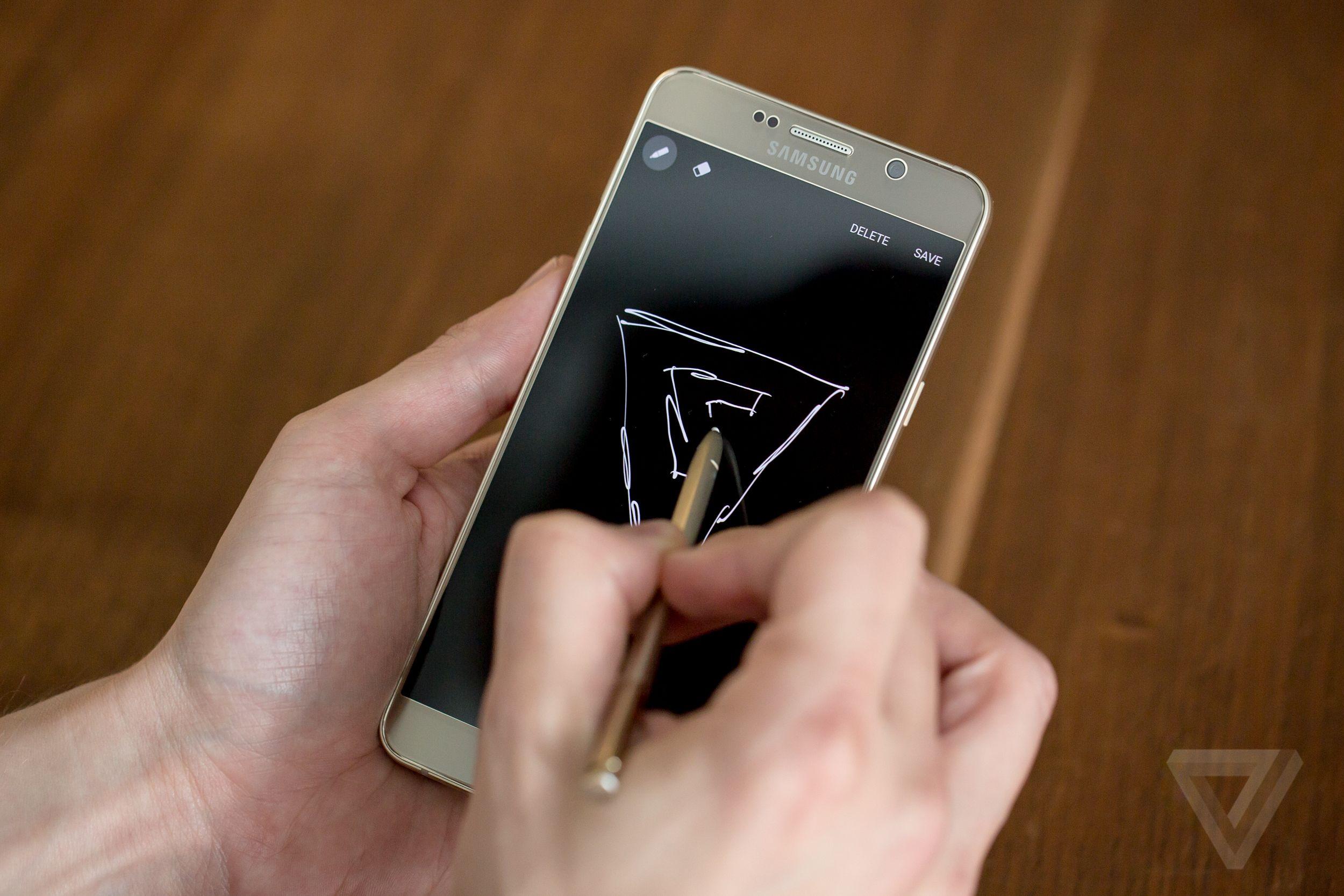 Il Galaxy Note 5 nella funzione lavagna