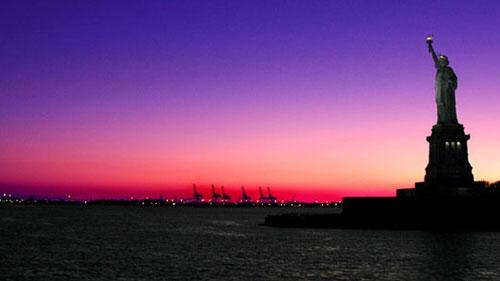 Statua della Libertà al tramonto