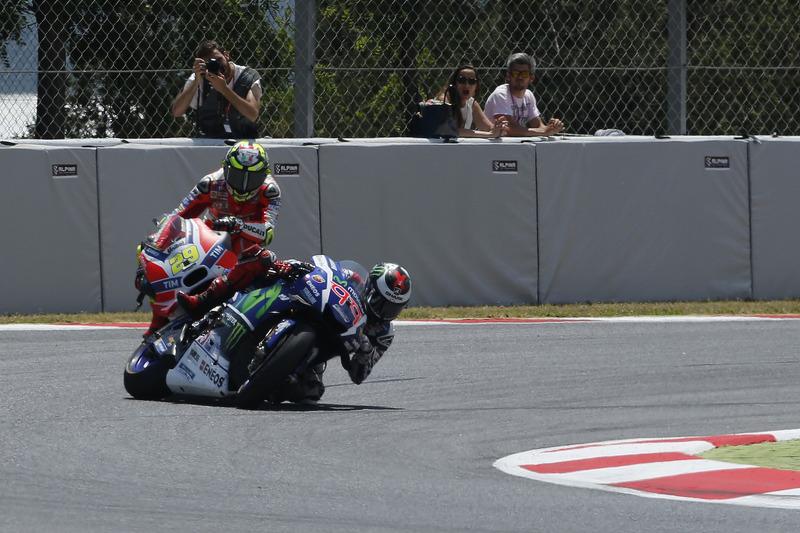 Iannone colpisce Lorenzo