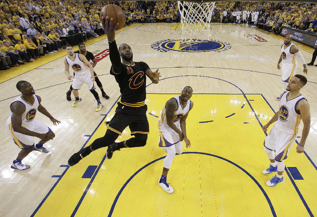 Lebron James ha fatto a fette la difesa dei Warriors