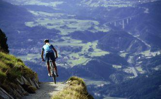 Il bellissimo panorama del sentiero single track di Patscherkofel.
