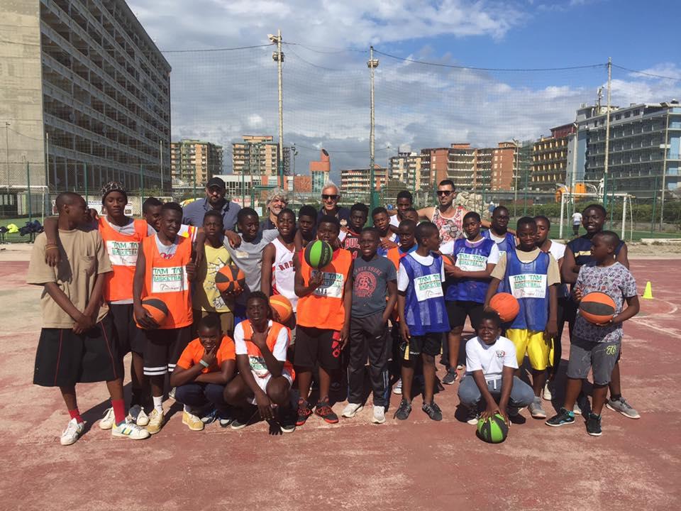 Il gruppo di Tam Tam Basketball (foto Facebook)