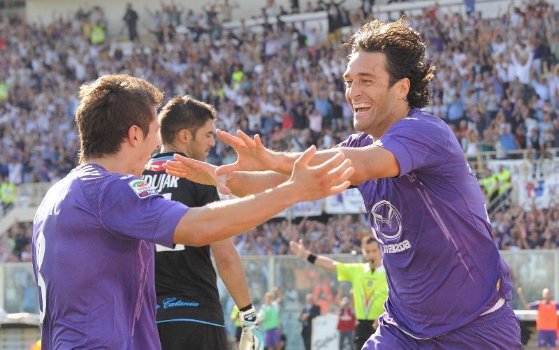 Luca Toni festeggia il gol al Catania con Jovetic