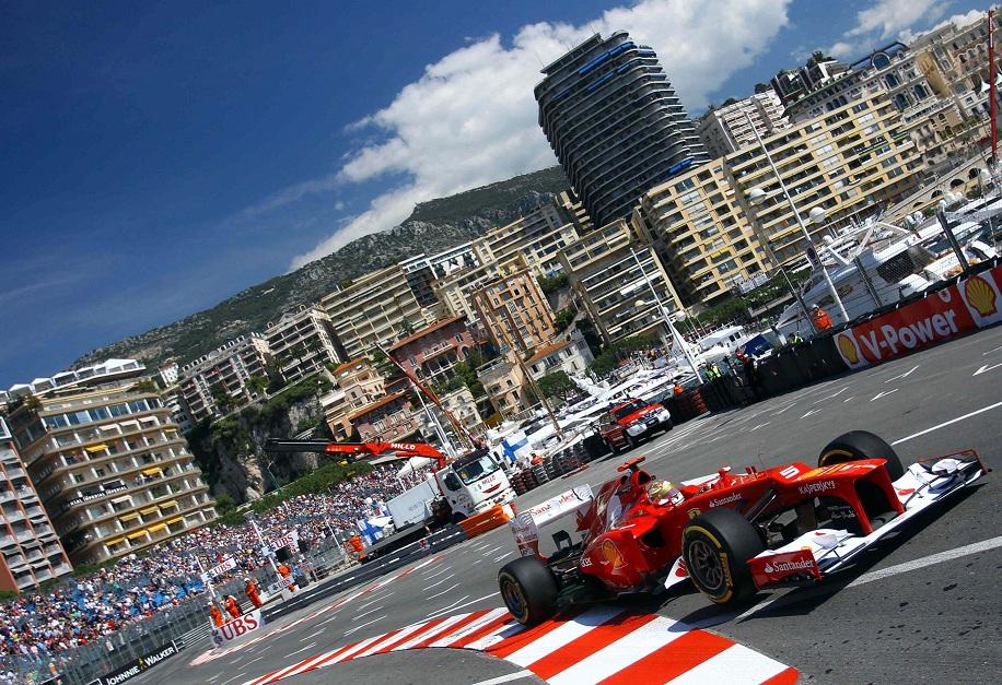 Alonso su Ferrari in azione a Montecarlo nel 2013