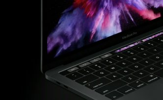MacBook Pro con Touch Bar e Touch ID