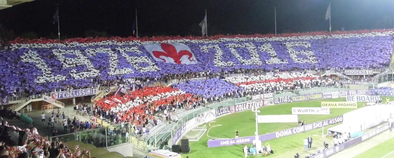 La curva durante la festa per i 90 anni della Fiorentina