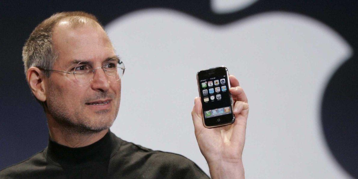 10 anni fa il geniale Steve Jobs presentò al mondo il primo iPhone