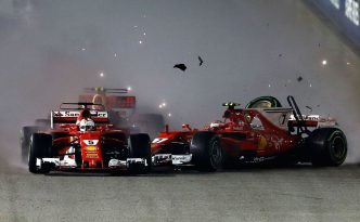 Il contatto al via tra Vettel e Raikkonen