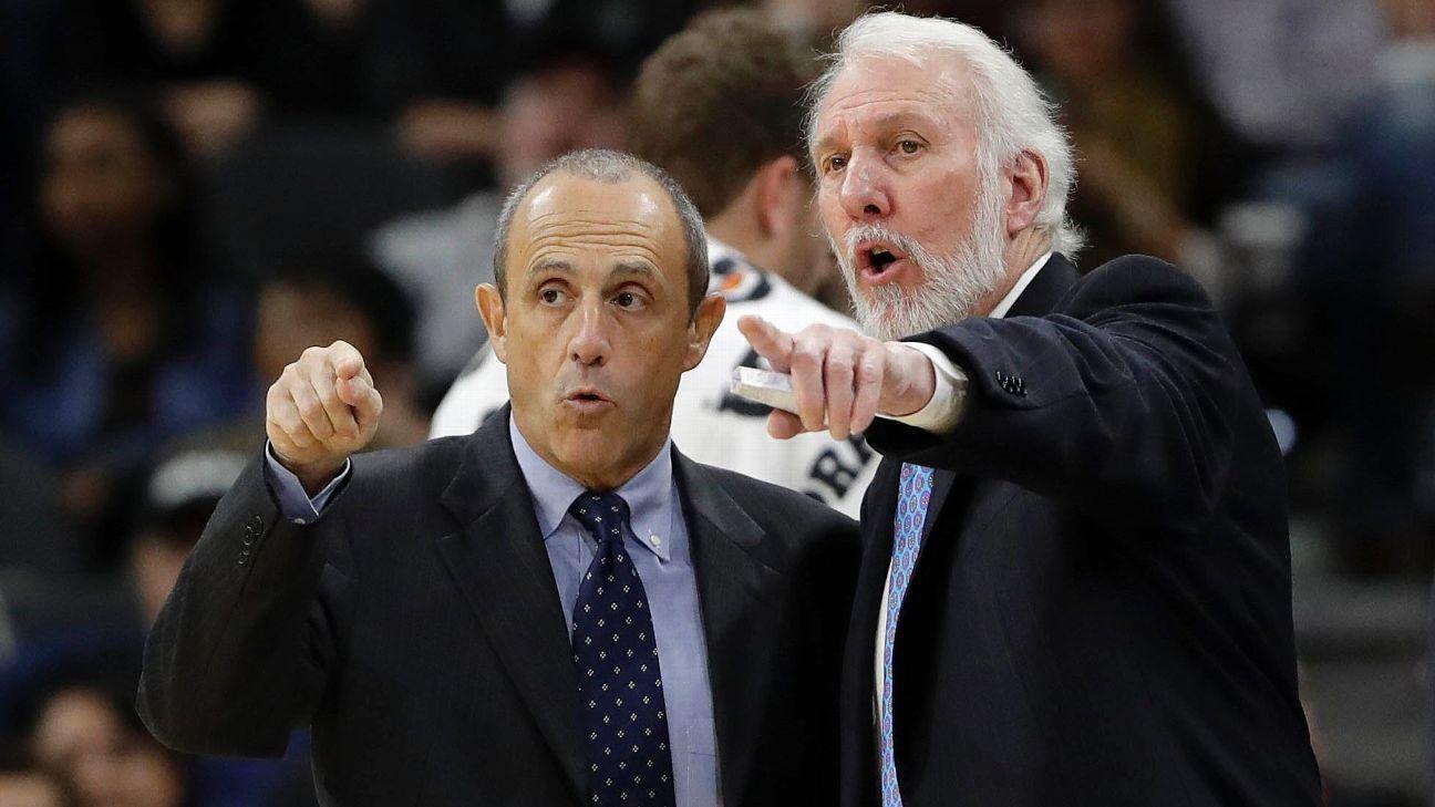 Coach Ettore Messina con Gregg Popovich
